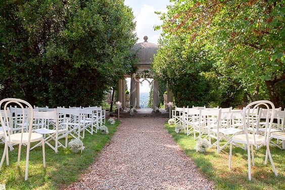 outdoor ceremony http://weddingwonderland.it/2015/05/cerimonia-all-aperto.html