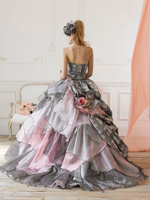I think this is the most beautiful ball gown I have ever seen ...