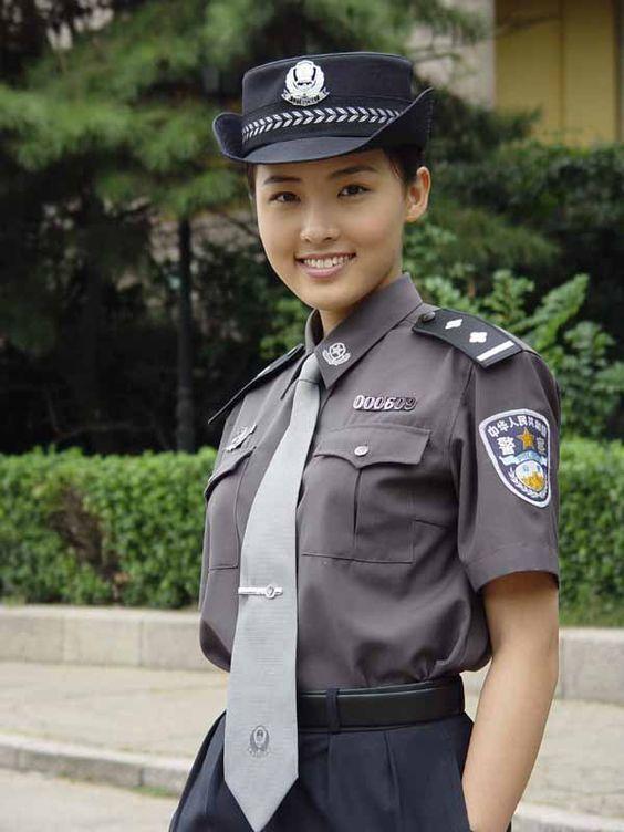 中国の女性警察官