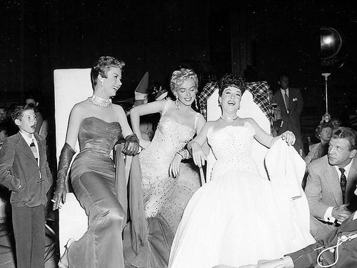 Mitzi Gaynor, Marilyn Monroe, Ethel Merman, and Dan Dailey resting on the set of 'There's No Business Like Show Busines