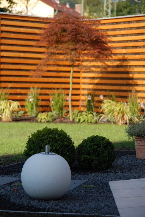 Fackel-Kugel im Basalt-Kiesbeet Garten Pinterest Kiesbeet