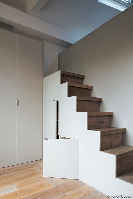 Un placard construit sous l'escalier ! #dccv #rangement #design ...