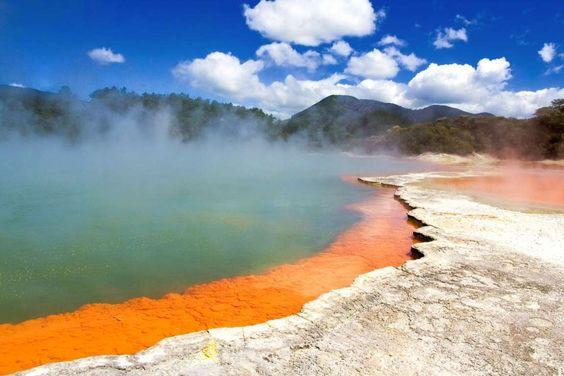 """Champagne Pool (Nova Zelândia) - Esta paisagem (""""Piscina de Champagne"""", em português) é uma fonte te... - Shutterstock"""