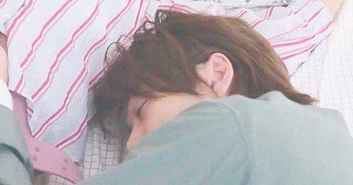 中村 倫也 ベッド シーン
