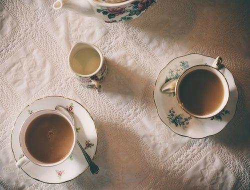 Prendre le thé chez ma grand-mère.