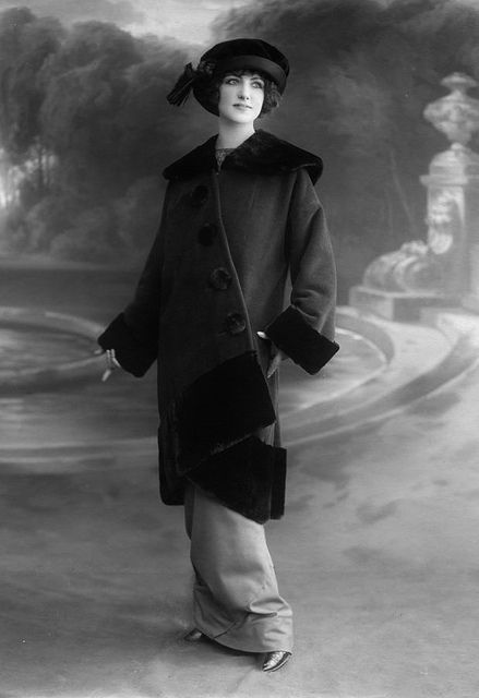 A beautiful Edwardian woman sporting a generously sized coat and lovely matching hat. #vintage #Edwardian #fashion #1910s #coat #hat