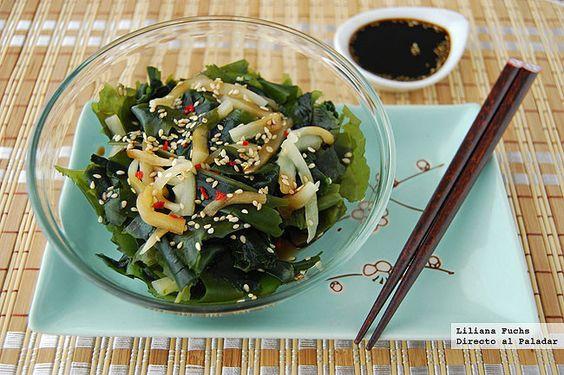 Receta de ensalada de alga wakame con sésamo y pepino. Con fotografías del paso a paso, consejos y sugerencias de degustación. Cocina japonesa....