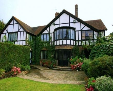 Cisswood House Hotel, West Sussex.  One Night Hen Night Package from just £129pp.  Enquire today for your hen party or girls break away!  https://www.spaandhotelbreak.co.uk/spa-breaks/cisswood-house-hotel/143/1-night-hen-night-package/2368.html