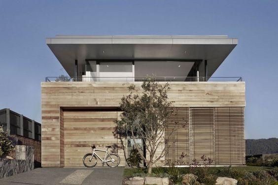 Fassadenverkleidung mit Zedernholz-Schindeln - Garage und Vorgarten