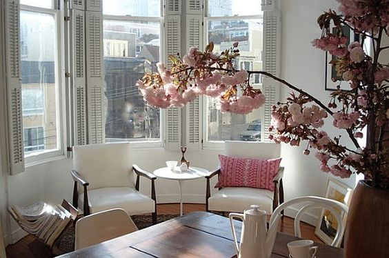 city apartment - decorating with pink blossoms