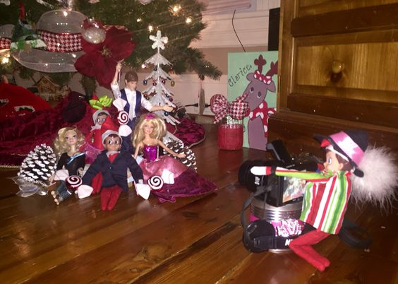 Elf on the shelf's photo shoot with friends