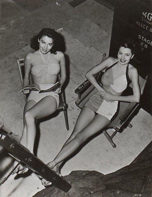 Ava Gardner y Cyd Charisse, 1940. En traje de baño, ¡las mejores!