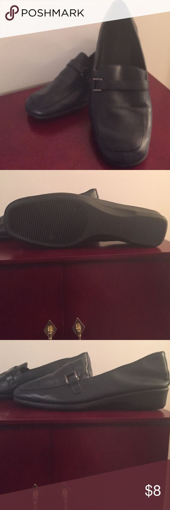 NWOT Navy Shoes NWOT Navy Shoes Predictions Shoes Flats & Loafers