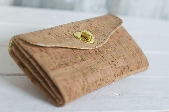 Tolle Taschen aus dem Trendmaterial Korkstoff selber nähen - Anleitung und Schnittmuster für eine Geldbörse und ein Portemonnaie