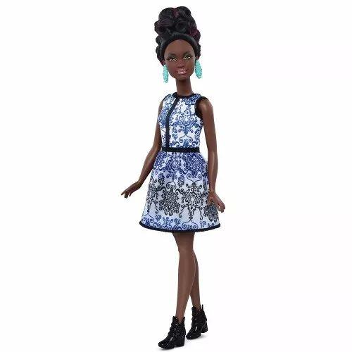 Barbie Negra Brocade Petite Mattel - R$ 119,99