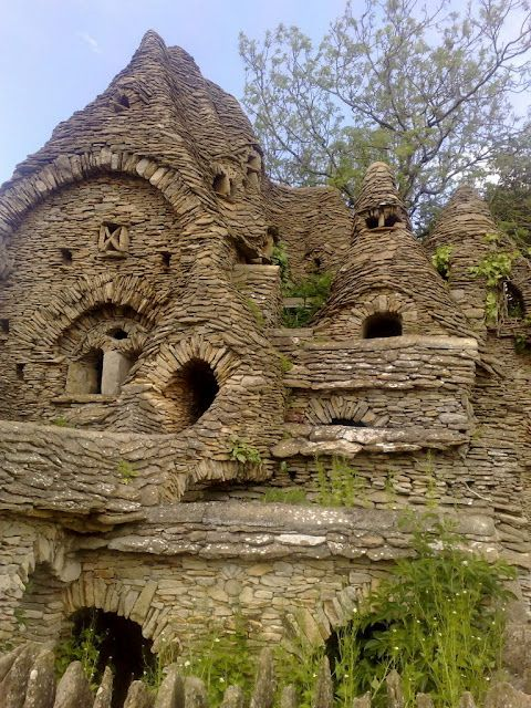 'Hobbit' house in the Cotswolds. / stone house / rustic home / The Green Life <3: