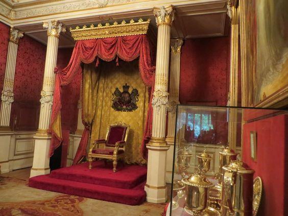 Hôtel de Charost (1722)  39 rue du Faubourg-Saint-Honoré Paris 75008. Architecte : Antoine Mazin. Résidence de l'ambassadeur d'Angleterre. Salle du trône.