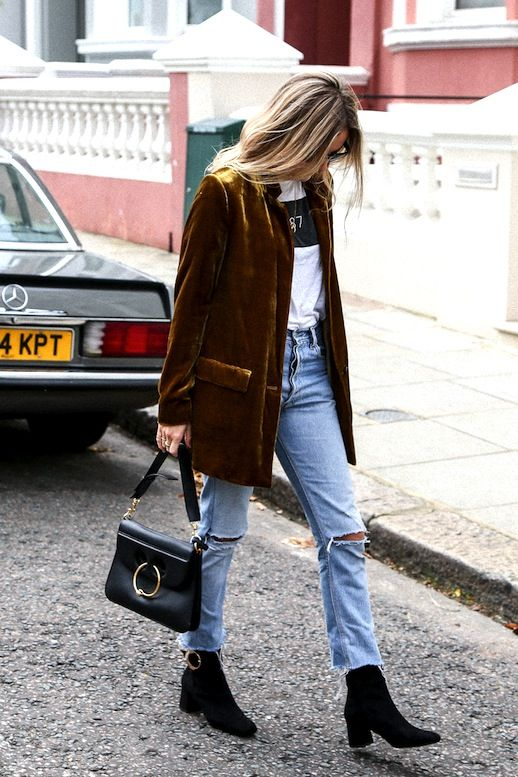 The blazer and black ankle boots bring such a retro flavor to this outfit!