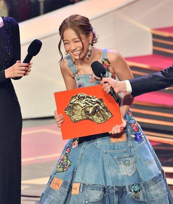 日本レコード大賞受賞の西野カナ