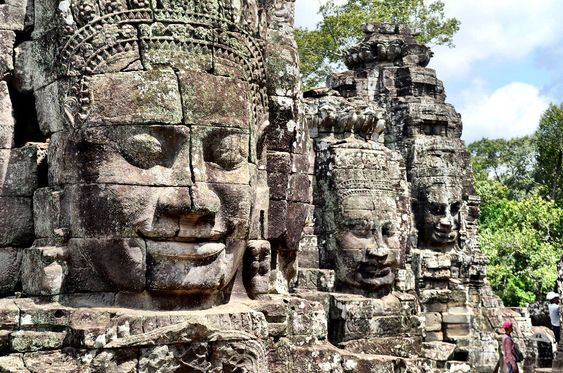Bayon ở Angkor Thom với những bức tượng đá đặc biệt