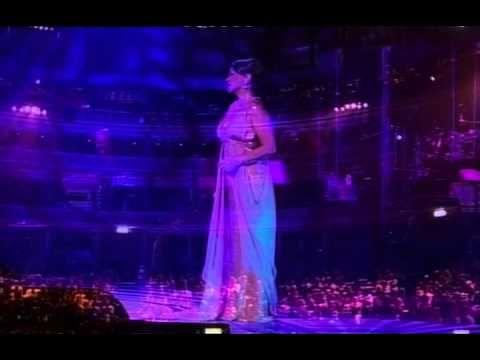Sezen Aksu Sen Aglama 2007 Londra Royal Albert Hall Ingiltere Youtube Royal Albert Londra Sarkilar