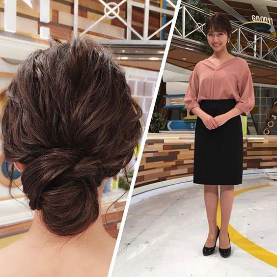 今日のグッディ衣装を披露しているピンクベージュのトップスに黒スカートの三田友梨佳アナの画像