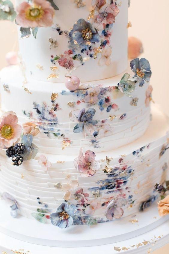 Bolo De Casamento Branco Decorado Com Flores Em Tom Pastel A
