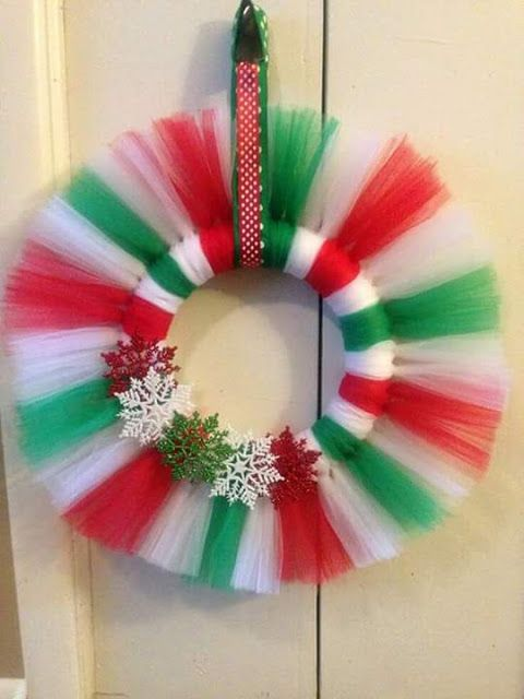 Como Hacer Hermosas Coronas Con Tul Coronas Navideñas Bricolaje De Adornos De Navidad Manualidades Navideñas
