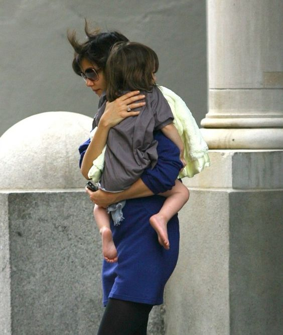 Actress - atriz - actriz - hair - cabelo - pelo - eye - olho - ojo - blue - azul - beautiful - bonita - hermoso - moda - look - style - estilo - inspiration - inspiração - inspiración - fashion - elegant - elegante - casual - dress - vestido - Bonpoint - kid - child - criança - niña - menina - girl - Princess - princesa - baby - bebê - daughter - filha - hija - mother - mãe - madre - mom - mamãe - mamá - October - 2008 - Katie Holmes - Suri Cruise