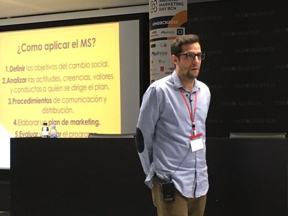 "Marc Soler (@trobarefeina) en su ponencia ""El marketing social como alternativa para Startups."" en ESADE Creapolis Sant Cugat, Barcelona. #IMDBCN2015 #inboundmarketing #marketing #marketingdigital #socialmedia #socialdigitalmarketing #communitymanager #redessociales #enredia"