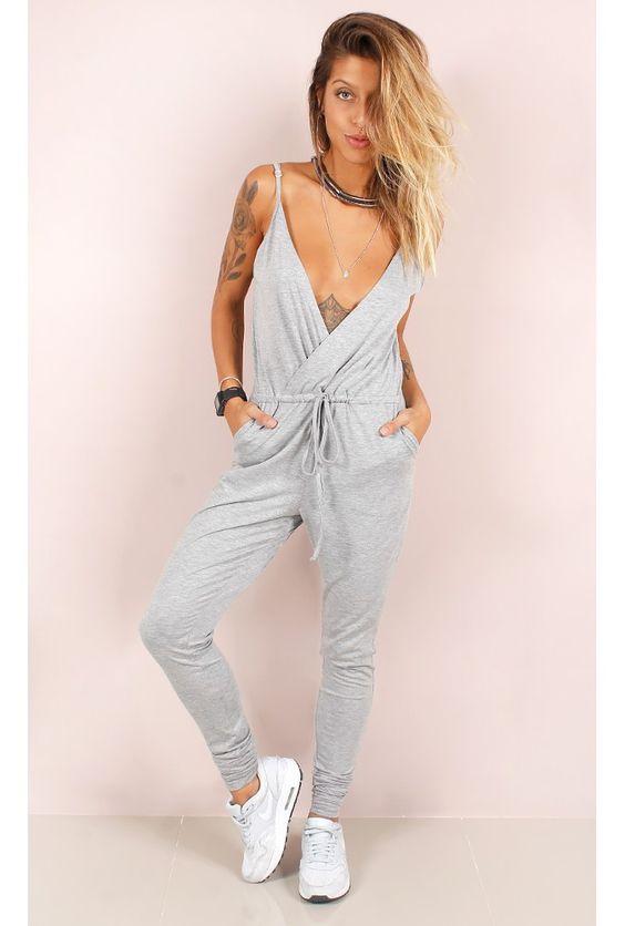 Macacão Decote Profundo - fashioncloset: