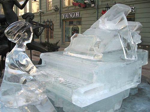 Pianist #ice #sculpture
