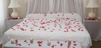 نصائح لتزيين غرف النوم للزوج تزيين غرف النوم للزوج غرفة النوم غرفة النوم هي مملكة Valentine Bedroom Decor Valentines Bedroom Romantic Room Decoration