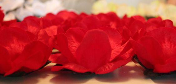 PREÇO PROMOCIONAL: R$1,59 A UNIDADE  A quantidade mínima a ser confeccionada é de 50 (cinquenta) forminhas por modelo e cor.  Produto totalmente artesanal e diferenciado, com fino acabamento em tecido na cor desejada (consulte-nos antes de fechar a compra).  Feito delicadamente para doces servidos em cerimônias especiais (casamentos, debutantes, formaturas etc).  Fará toda a diferença entre os seus convidados. Surpreenda-os!  Prazo de entrega: 15 dias úteis depois da confirmação do pagamento…