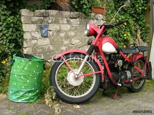 Rotes Nimbus MK II Oldtimer Motorrad aus den Fünfziger Jahren in Oerlinghausen bei Detmold im Teutoburger Wald