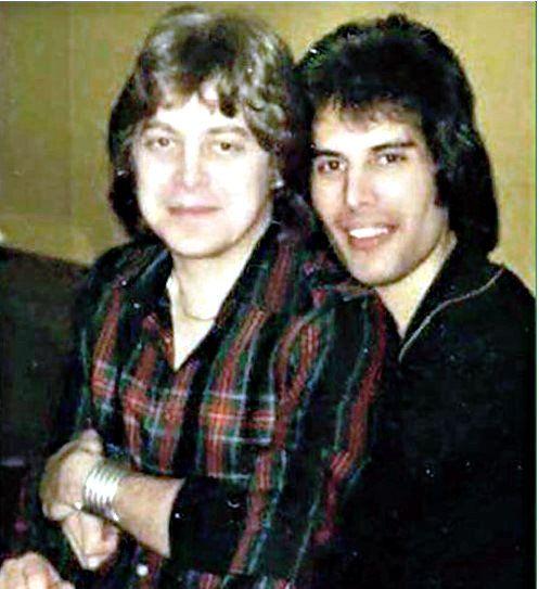 Freddie with lover David Minns | Queen freddie mercury, Freddie mercury, Mercury