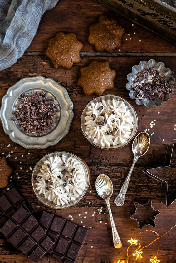 Vegan chocolate and coconut mousse with Lebkuchen cookies