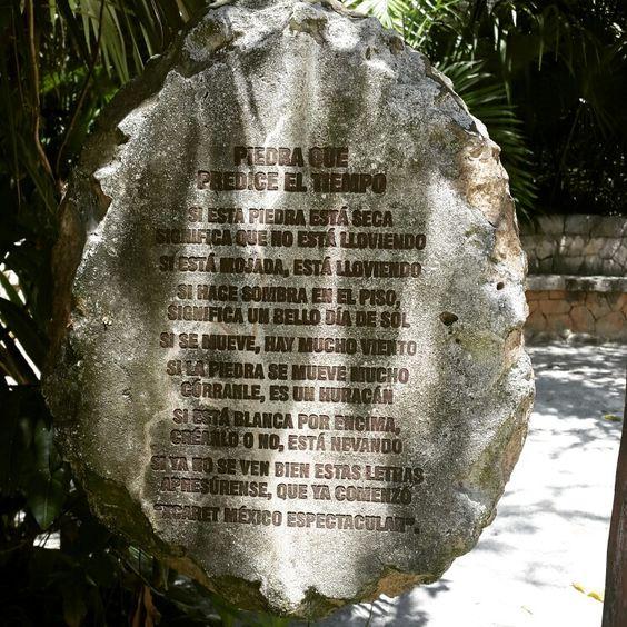 La piedra que predice el clima en Xcaret Park. Cancún, QRoo, México.