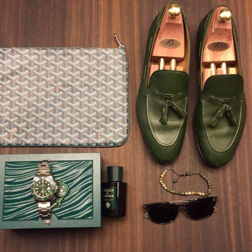 superglamourous-handmadeinitaly:  @meir1401 essentials with...