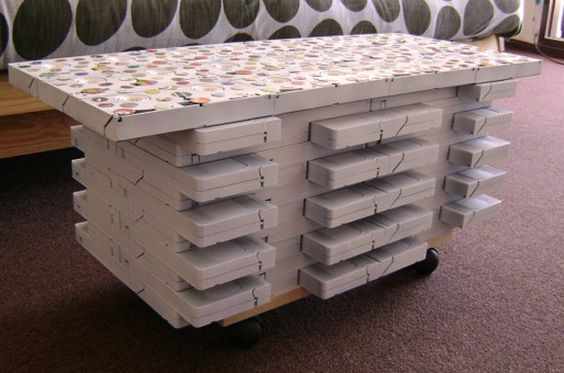 Coffee Table made of 92 VHS tapes...there's no way I'm NOT going to make this: