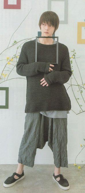だぼだぼのパンツを履いている窪田正孝