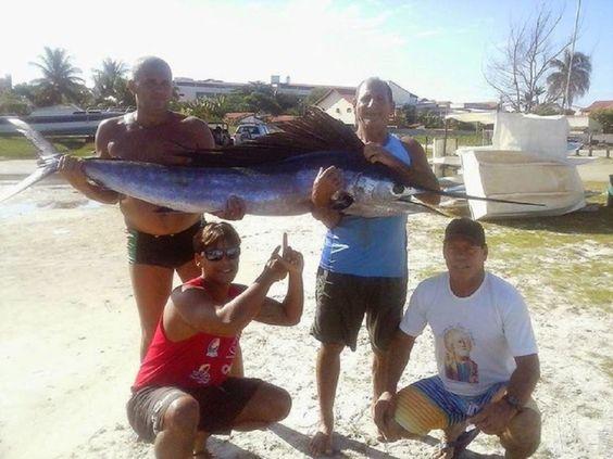 NÃO É HISTORIA DE PESCADOR - JORNAL O RESUMO: É verdade!! Peixe de mais de dois metros é fisgado...