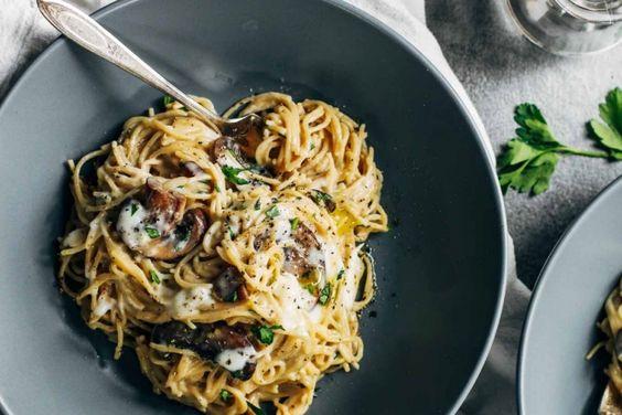 Spaghetti aux champignons sauce crémeuse à l'ail