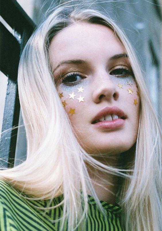 Maquiagem com estrelas + brilhos pro Carnaval.: