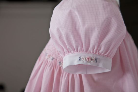Short puffed sleeve with piping and embroidery on sleeve band