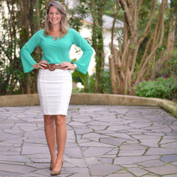 Look de trabalho - saia lápis - saia branca - blusa verde - look de verão - scarpin  Pencil skirt - work outfit - look executiva - moda corporativa