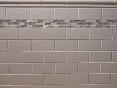 Subway tiles tile and white subway tiles on pinterest for Glass tile border bathroom ideas