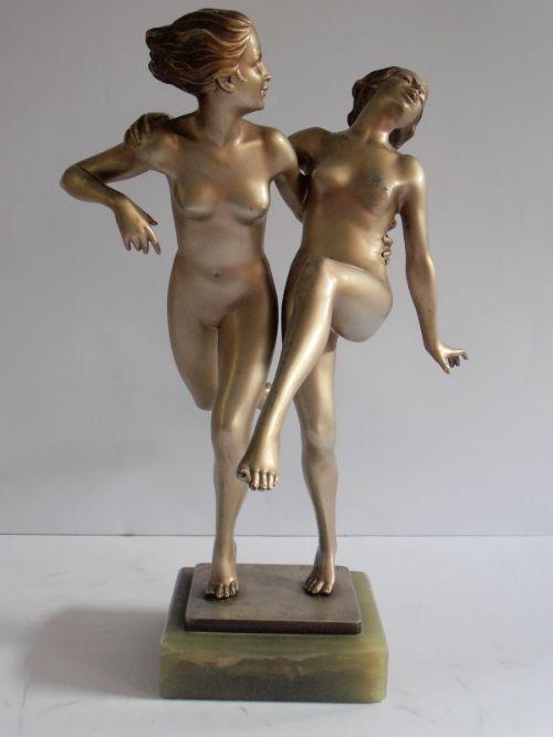 """Josef Lorenzl (1892 - 1950). A Grande Arte Deco Bronze grupo de duas mulheres nuas dançando. Silver Grey Patina. Assinado """"Lorenzl"""". Montado em uma base de dados de Onyx ."""