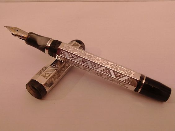 RARE FABULOUS LIMITED EDITION MONTEGRAPPA THE QUEEN OF HEARTS year 1999