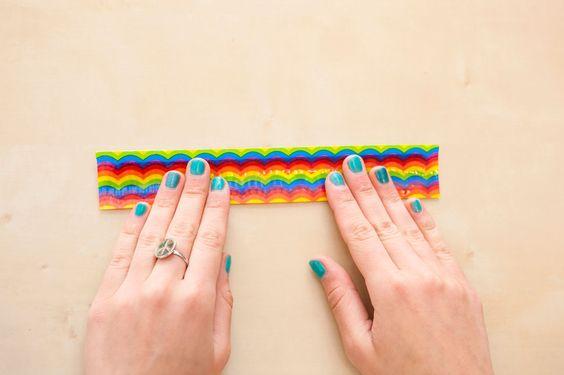 These Duct Tape Slap (Snap?) Bracelets Are ALL THAT! via Brit + Co.  Slap bracelets = 1980s